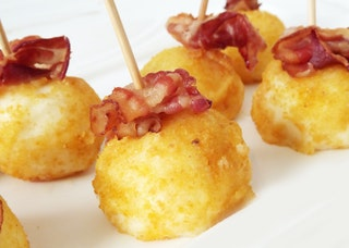 Round food with bacon 166031