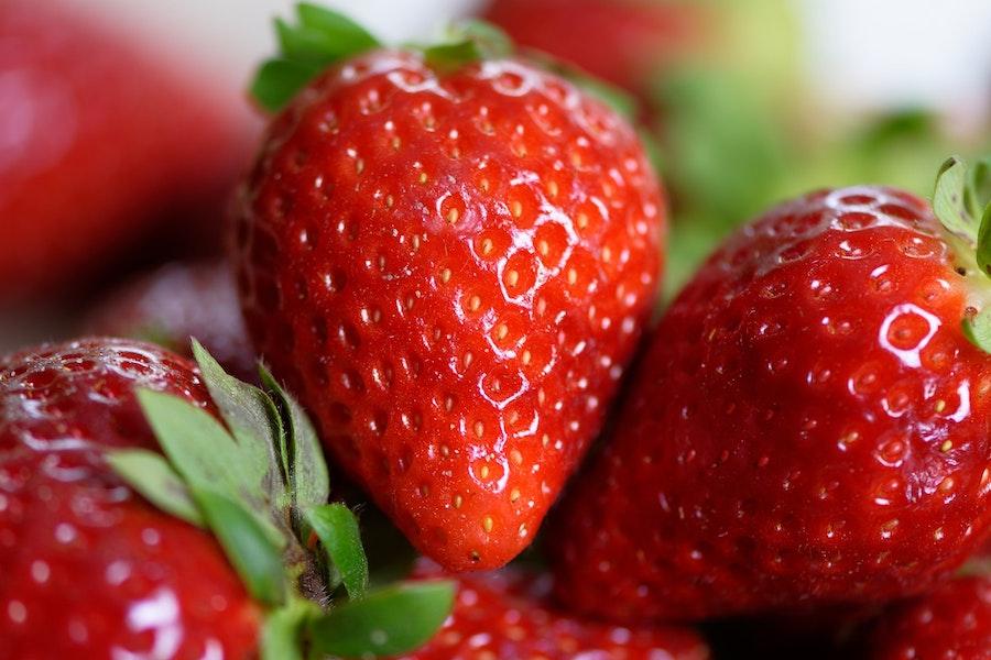 Strawberries 4330211 1920 1