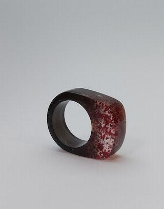 Black red glitter 1